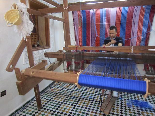 Weaving scarves