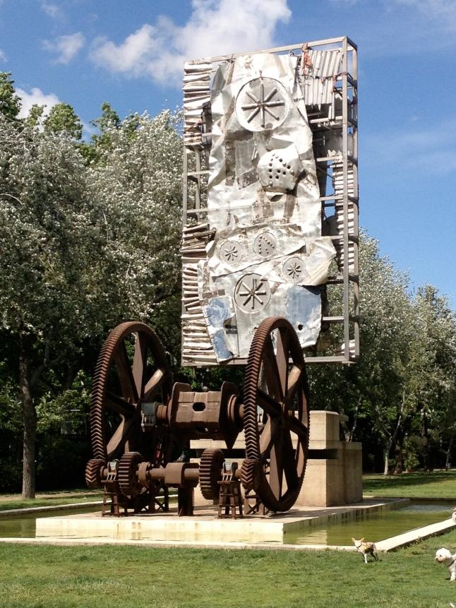 Interesting metal sculpture in Parc Ciutadella